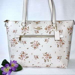 COACH Gallery Tote Bag With Rose Bouquet Print